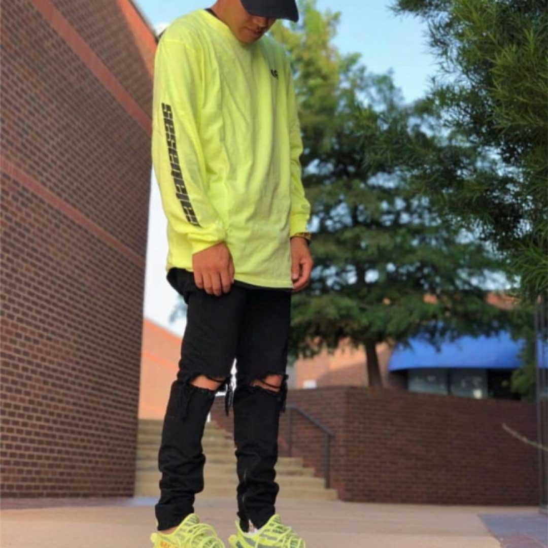 yeezy 350 semi frozen yellow outfit