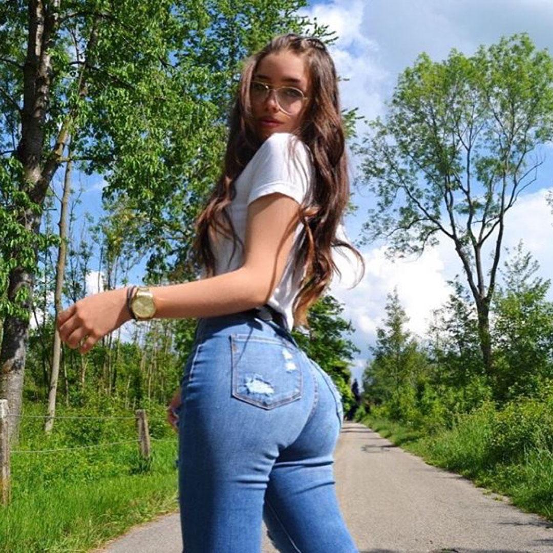 Lara Stxx - Modelo Alemana - Le usurparon sus fotos - quien se las pudo haber usurpado? Ae9bfd4adce1444384b1f4d1297925e0_1080x1080