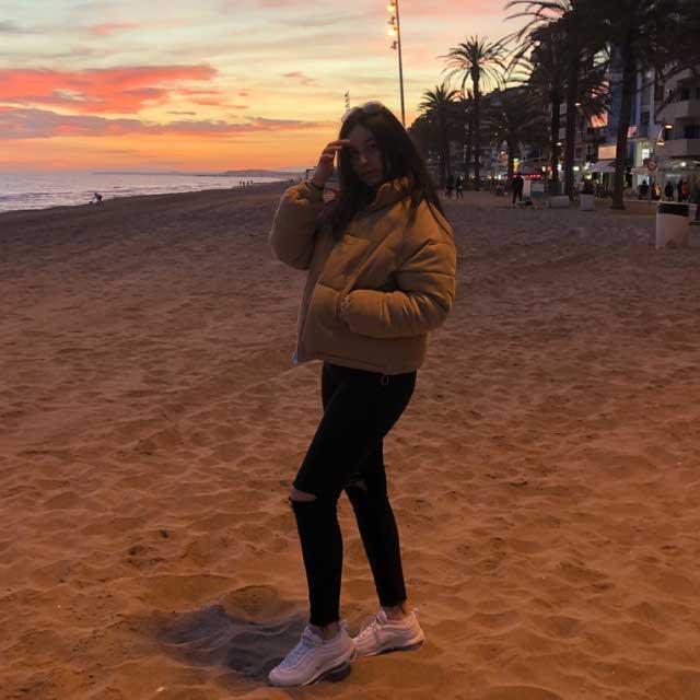 Look de @juditalvarez_ del 1 de Abril, de 2019 | 21 Buttons