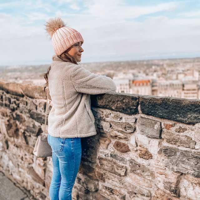 Look of @pocketwanderings_blog from 19 November, 2019   21 Buttons