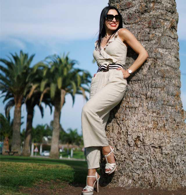 Look of @estefaniagorayeb from 14 June, 2019   21 Buttons