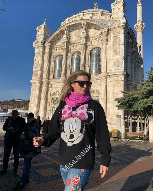 Look of @missjastak from 19 December, 2019   21 Buttons