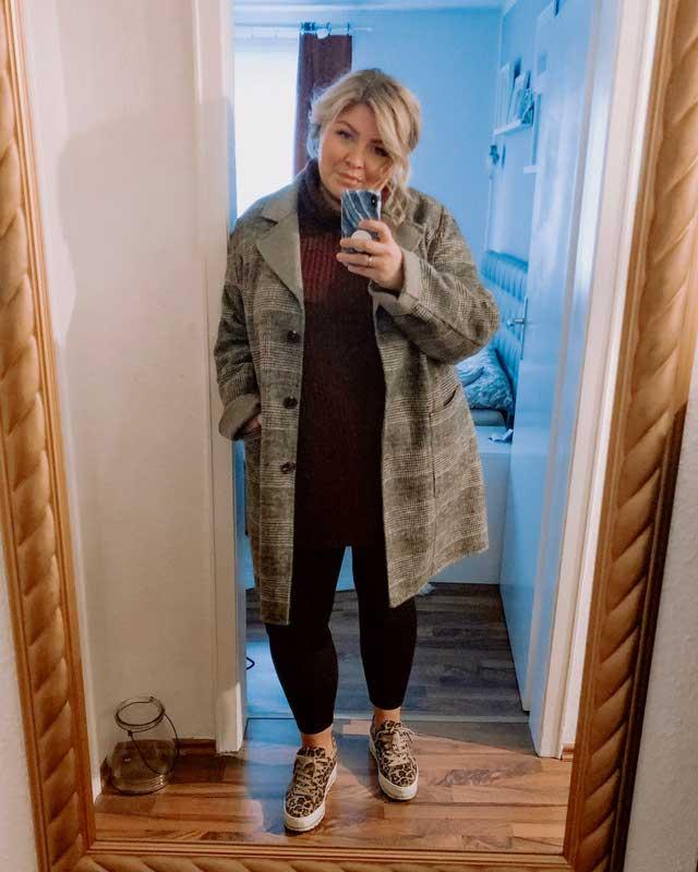 Look of @elabonbonella from 27 September, 2019 | 21 Buttons